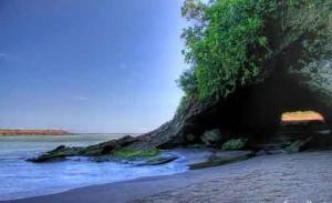pantai-karang-bolong-kebumen