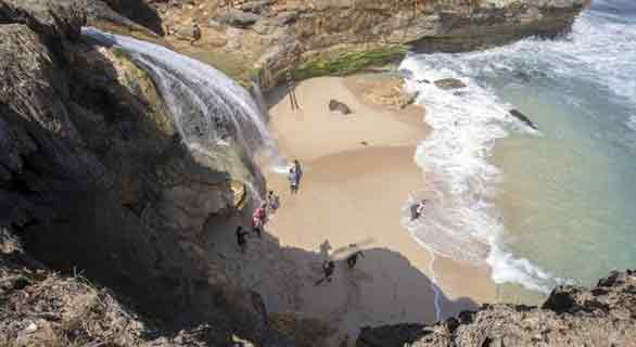 pantai banyunibo, wisata pantai gunungkidul