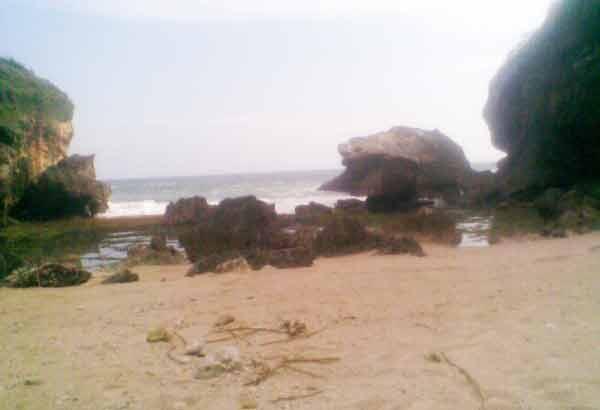 pantai karang telu jogja