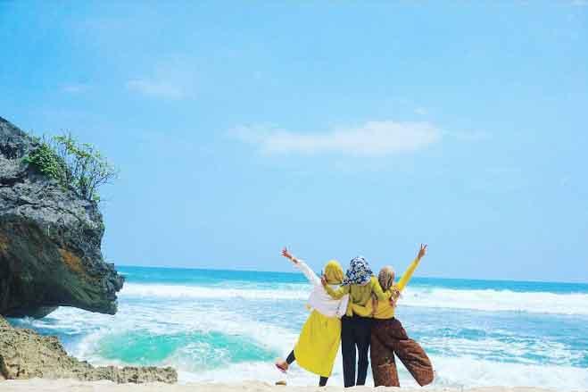 Pantai Indrayanti Gunungkidul Yogyakarta Harga Tiket Rute Tips
