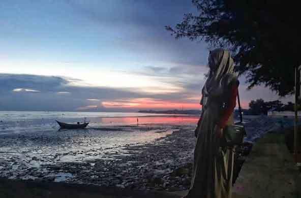 pemandangan pantai boom tuban